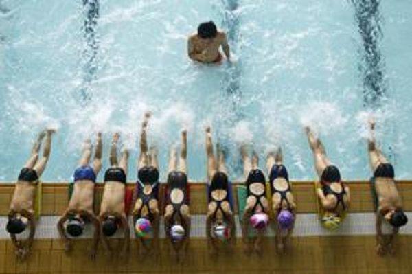 Plavcov v bazéne chlór vo vode ako osvedčená dezinfekcia neohrozuje. Výnimkou sú ľudia s poruchami imunitného systému.
