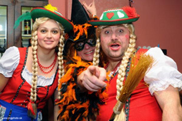 Na maškarnom plese v Banskej Štiavnici zaujali tirolské dievčatá.