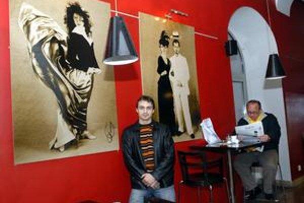Anton Faraonov. Fotografie sólistu baletu nájde verejnosť netradične v kaviarni.