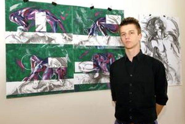 Maroš Baran pri svojich dielach.