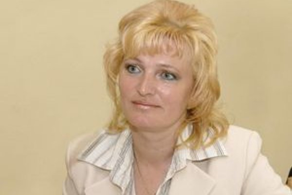 Starostka Anna Jenčová. Miestne periodikum využíva na reakcie k negatívnym informáciám.
