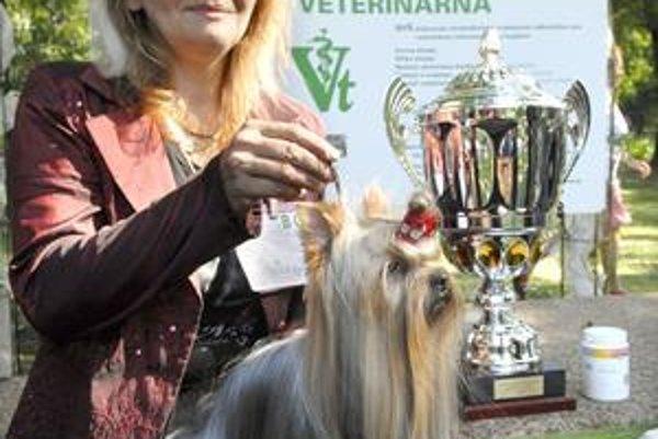 Absolútny víťaz. Z najcennejšej trofeje sa tešila majiteľka víťazného psa z Ostravy.
