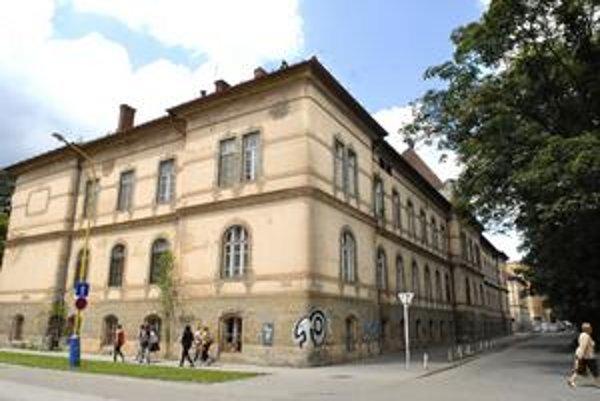 Bývalá detská nemocnica. Po rekonštrukcii v nej bude univerzitná knižnica i jedáleň.
