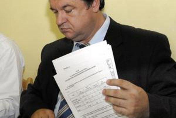 Jozef Drábik verí, že kolegovia zo zastupiteľstva mestskej časti uveria jeho verzii o dvoch stretnutiach s mladým chlapcom spred siedmich rokov.