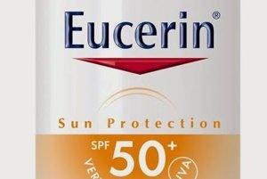 Ochranný krémový gél na opaľovanie na tvár Oil control SPF 50 pre mastnú a aknóznu pleť s obsahom nemastnej, nelepiacej sa textúry. Reguluje nadmernú produkciu kožného mazu, zanecháva pleť okamžite matnú a zaisťuje dlhotrvajúcu reguláciu, Eucerin, 14,45 €<br><br>