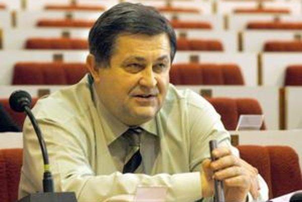 Poslanec B. Farkašovský(Smer). Avizuje, že škrty v župnom rozpočte budú ešte vyššie.