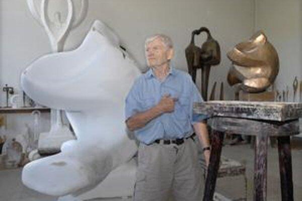 Obdivovaný autor s umením koketuje aj v pokročilom veku.