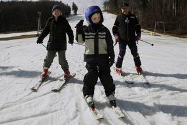 Na skutočnú lyžovačku si na Jahodnej ešte treba počkať