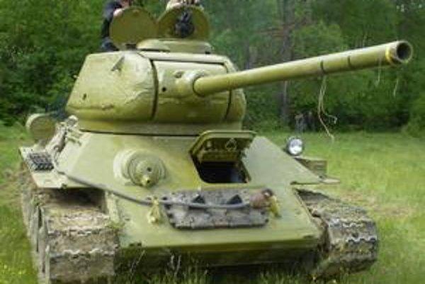 """Jedným z """"bojujúcich"""" tankov na Dargove bol ruský T 34"""