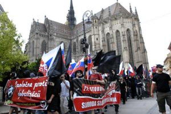Pochod - Účastníci tvrdili, že s fašizmom a nacizmom nemajú nič spoločné.