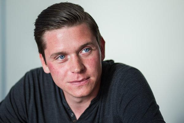Filip Rybanič (24) je bývalý zamestnanec Tatra banky a asistent poslanca Jozefa Rajtára (SaS).