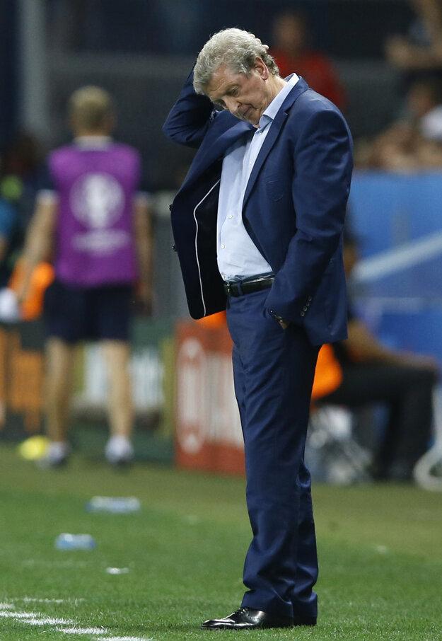 Roy Hodgson rezignoval po vypadnutí Anglicka v osemfinále majstrovstiev Európy proti Islandu.