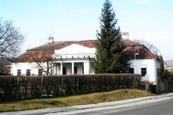 Kaštieľ vo Svinej. Má už vyše tristo rokov a od roku 2010 je opustený.