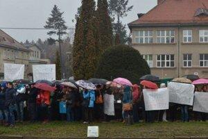 Prešovské sestry v pondelok protestovali pred nemocnicou.