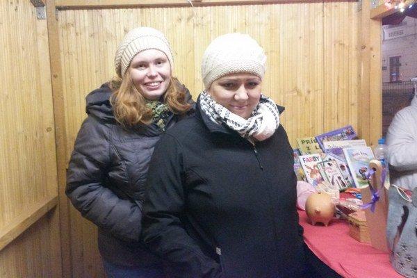 Dobrovoľníčky Veronika Hurná aViera Potášová (vpravo).