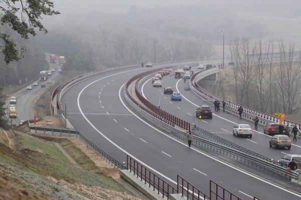 Nový úsek diaľnice D1 Fričovce – Svinia v okrese Prešov. Starať sa oň bude Eurovia SK.