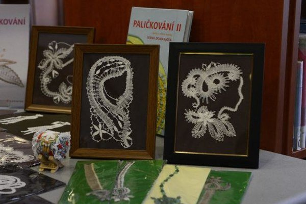 Na snímke výstava prác paličkovanej čipky lektorky Jarmily Harčárovej.