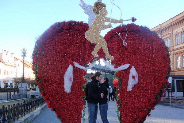 Valentínske srdce. Aj tento rok sa v ňom môžu zamilovaní fotografovať.