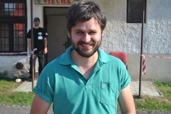 Mike, producent stojaci za projektom Mafia Corner.