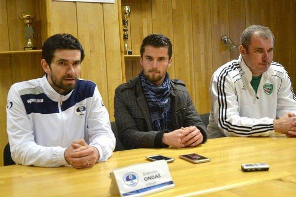 Tréneri po zápase. Vľavo Branislav Ondáš, vpravo Stanislav Varga.