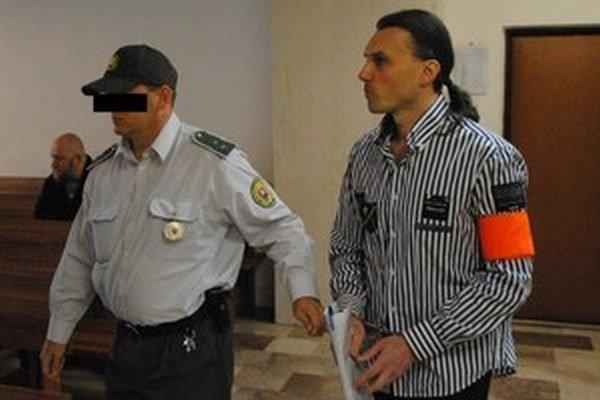 Milan Chovanec stál pred prešovským súdom aj v kauze zbitia námestníka daňovákov Jána Dobroviča.
