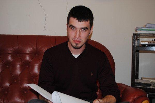 Miroslav Beličák. Je autorom víťazného návrhu loga.