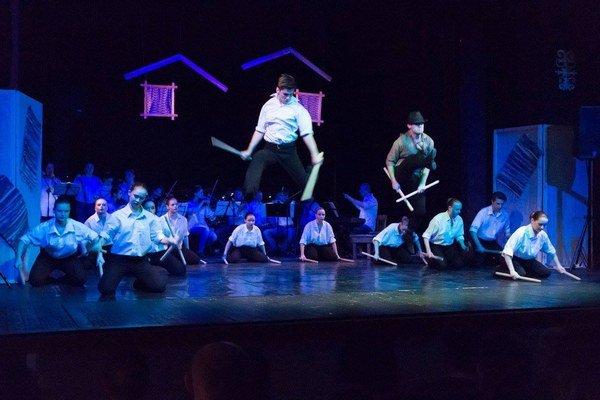 Búrka. Študenti konzervatória vspoločnom predstavení.