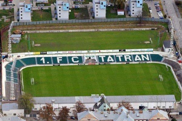 Súčasná podoba štadióna by sa mala zmeniť. Hlavný stánok má vyrásť na terajšej tréningovej ploche (hore).