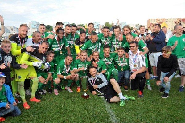 Dokázali to! Futbalisti Tatrana Prešov sa radujú zpostupu do najvyššej súťaže.
