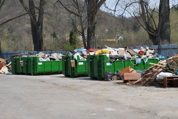 Plasty sa recyklovať dajú, väčšina však končí inde.