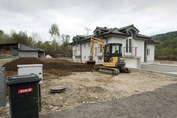 Rodinné domy. Tie vo výstavbe prevažovali.