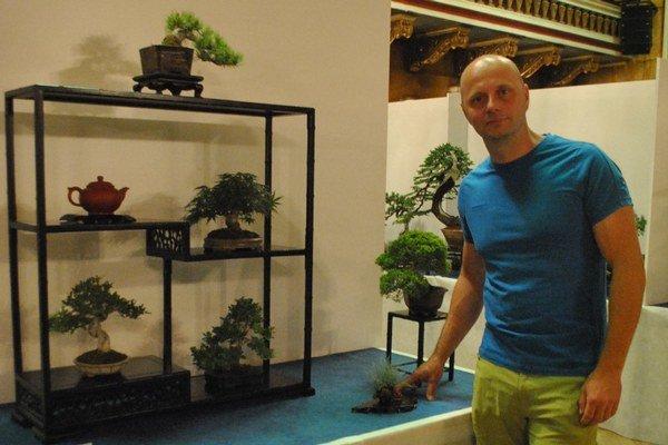 René Lempeľ svoj život zasvätil bonsajom.