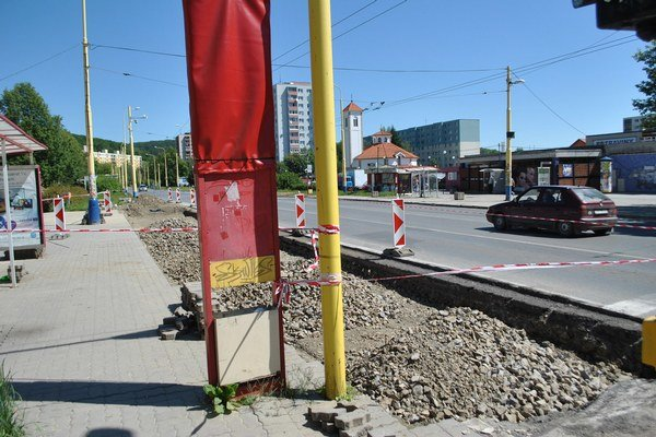 Sídlisko III. Takto to vyzeralo v júni, práce sa presunuli o ulicu ďalej.