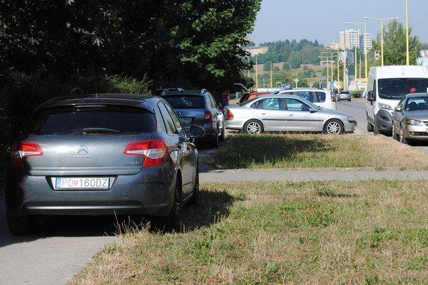 Problém s parkovaním trápi najmä prešovské sídliská.