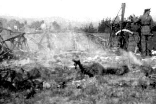 Lietadlo Lublin RXIIID z 56. eskadry. Na zemi ostali len zhorené trosky.