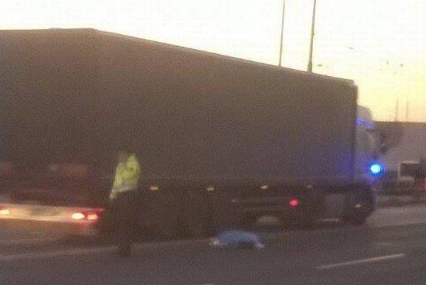 Krátko po nehode v Prešove. Kamión zrazil chodca.