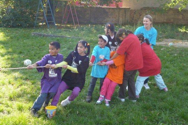 Darčeky potešia tieto deti z prešovského detského domova.