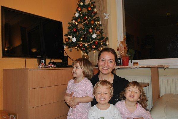 Trojčatá s mamou Petrou.