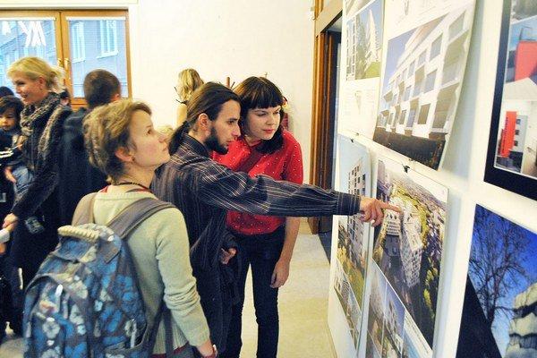 Projekty. Môžu ich obdivovať návštevníci galérie dizajnu a architektúry.