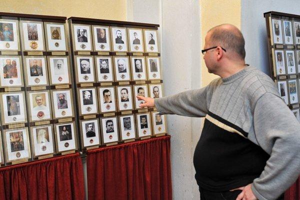 Najväčšia zbierka relikvií na Slovensku je v prešovskom Kostole sv. Jozefa. Už 13 rokov ju dopĺňa rehoľný brat Tomáš (na snímke) z kláštora Menších bratov Františkánov.