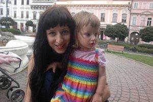 Marka so svojou dcérou Marínou. Marka Staviarska, autorka knihy Marínka Somarinka, napísala svoj debut práve na materskej dovolenke.