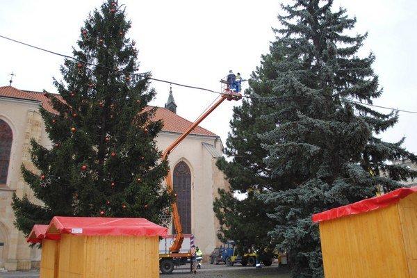 Vianočná výzdoba. Nainštalovali ju len v centre mesta.