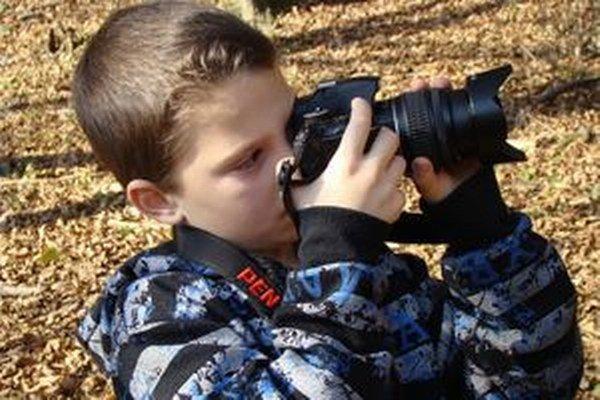 Medzi deťmi je o fotografovanie veľký záujem.