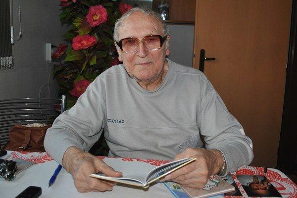 Jozef Rentka. Túžbu písať nikdy nemal, teraz vydal štvrtú a rozmýšľa o piatej knihe.
