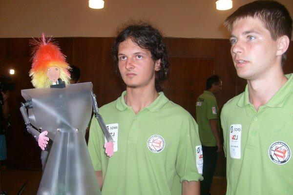 SPŠE v Prešove. Núdzu o žiakov nemajú, vzdelávajú aj majstrov sveta v robotike. S Pinkiem uspeli už v roku 2011.