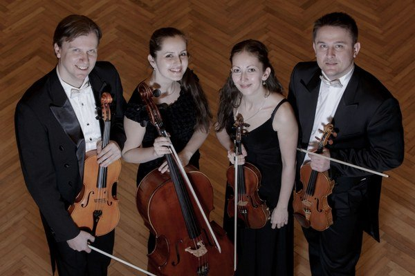 Sláčikové kvarteto. Na pódiu sa predstaví s japonskými sólistami.