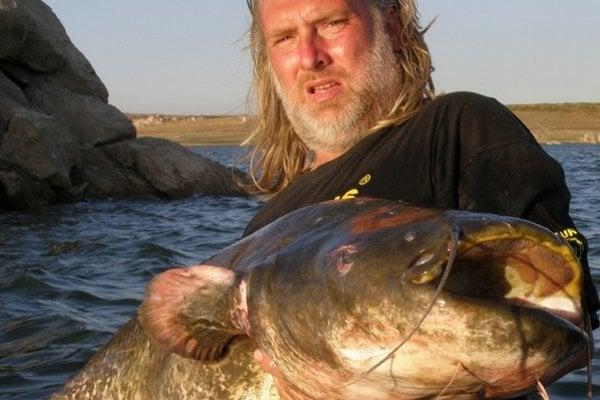 Erik Zbiňovský rád objavuje vody, kde o sumcoch nevedia alebo ich nelovia.