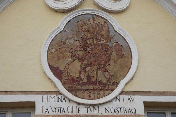 Floriánova ulica v Prešove. Freska sv. Floriána by potrebovala obnovu.