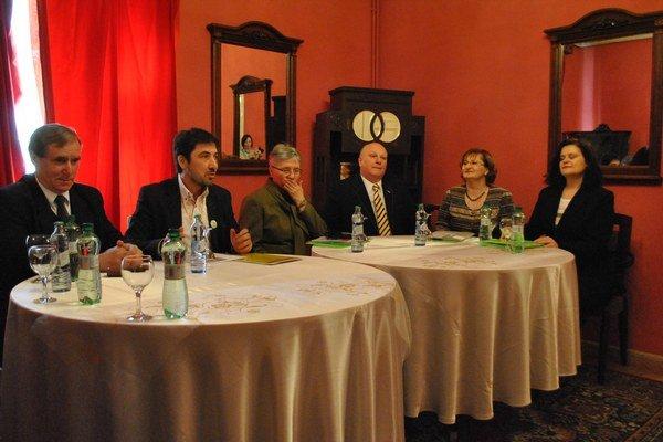 Účastníci konferencie. Po roku sa zišli v prešovskom PKO.