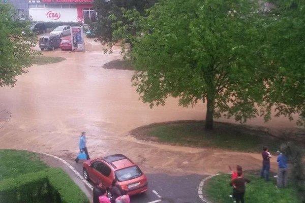 Zaplavená Mukačevská ulica.